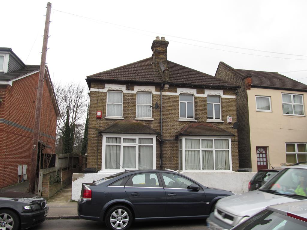 1 Bedroom Flat for sale in St Saviours Road , Croydon CR0