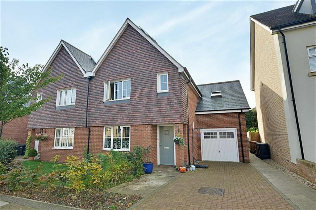 4 Bedrooms Semi Detached House for sale in Buckwells Field, Bengeo, Herts, SG14