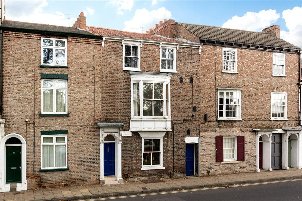 4 Bedrooms Terraced House for sale in Lord Mayors Walk, York, YO31