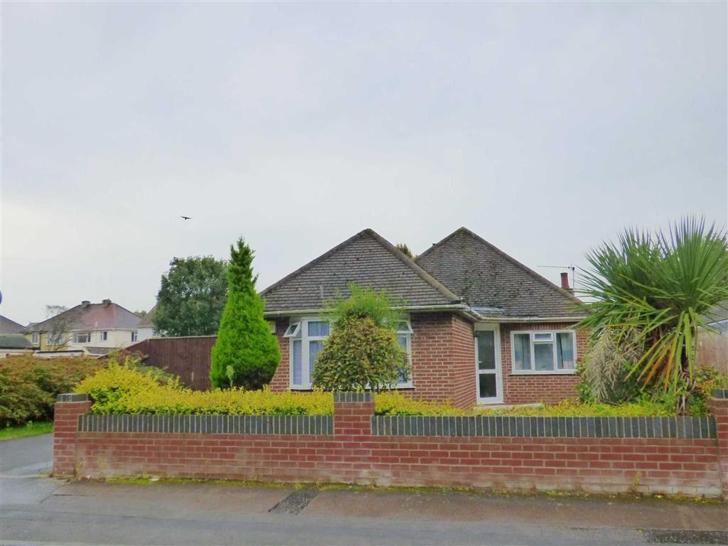 3 Bedrooms Bungalow for sale in Castle Lane West, Bournemouth, Bournemouth, Dorset