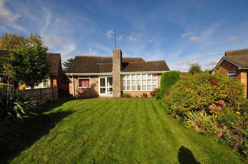 3 Bedrooms Detached Bungalow for sale in Lime Tree Gardens, Lowdham, Nottingham