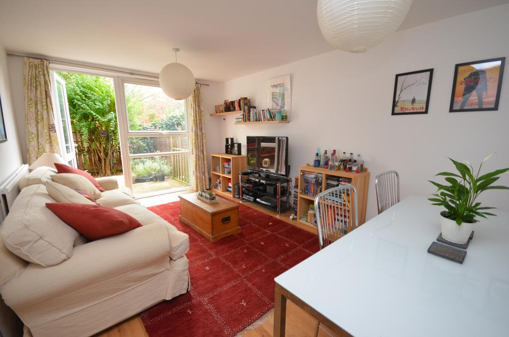 2 Bedrooms Flat for sale in Taunton Road Lee SE12