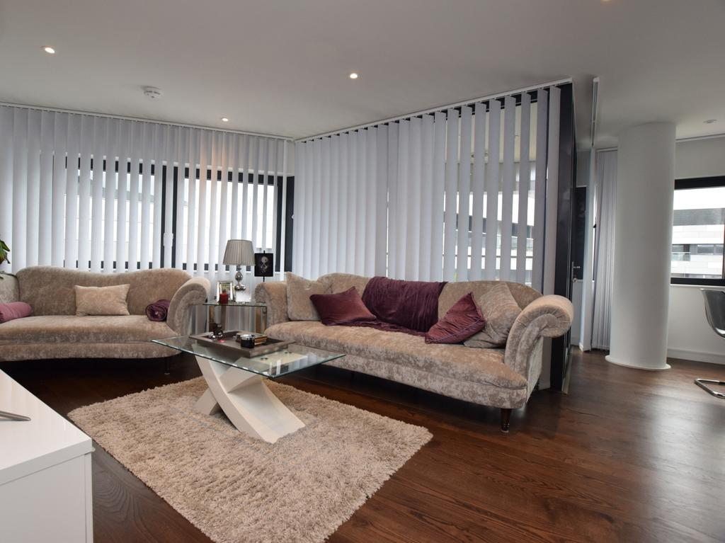 2 Bedrooms Flat for sale in Lambarde Square Greenwich SE10