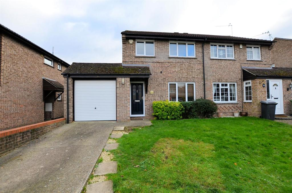 3 Bedrooms Semi Detached House for sale in Devonshire Gardens, Tilehurst, Reading