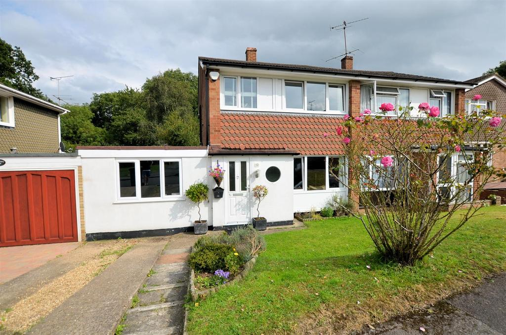 3 Bedrooms Semi Detached House for sale in Savernake Close, Tilehurst, Reading
