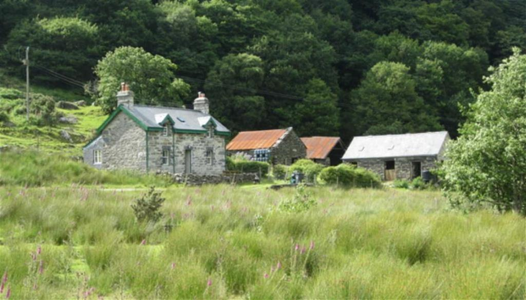 2 Bedrooms Detached House for sale in Penmachno