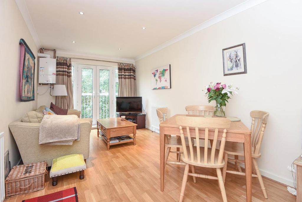 2 Bedrooms Flat for sale in Merton Road, Wimbledon