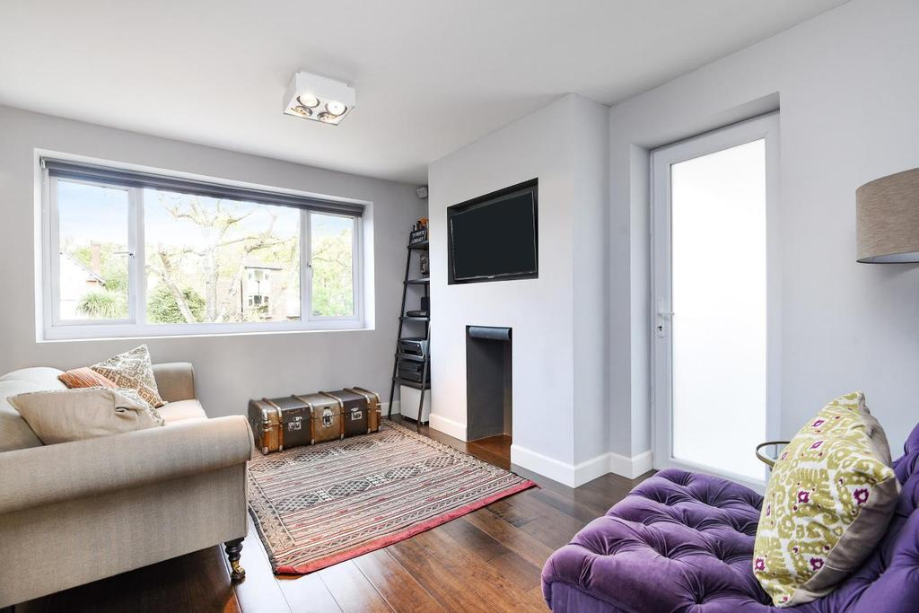 2 Bedrooms Flat for sale in Hartington Road, Chiswick