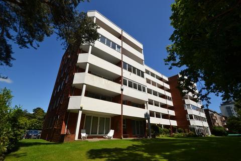 2 bedroom flat to rent - Branksome