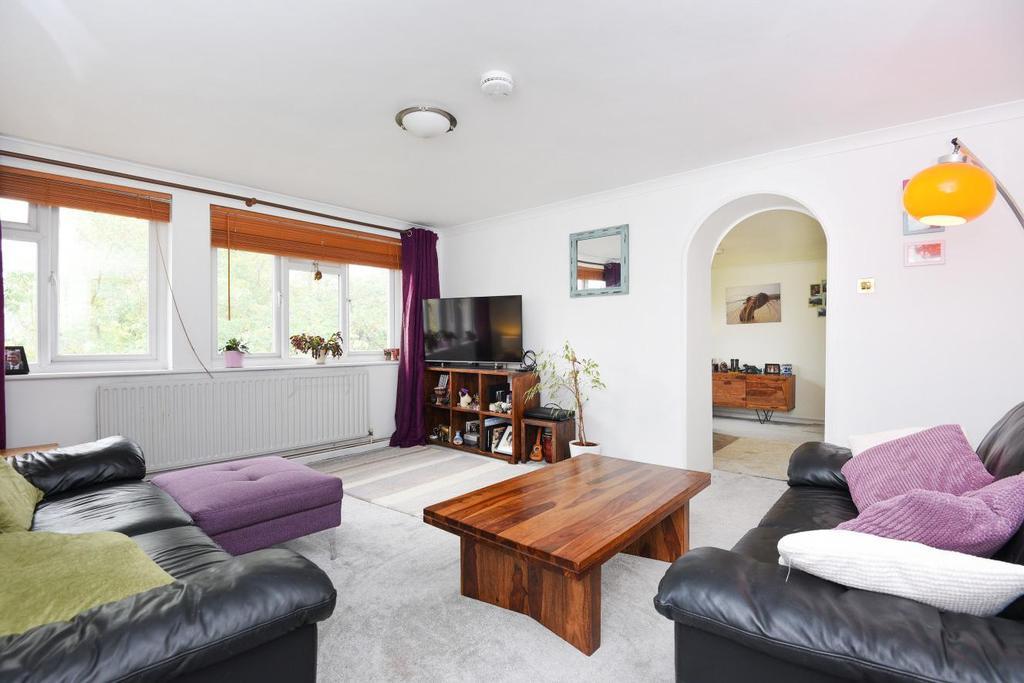 3 Bedrooms Flat for sale in Queen Adelaide Road, Penge