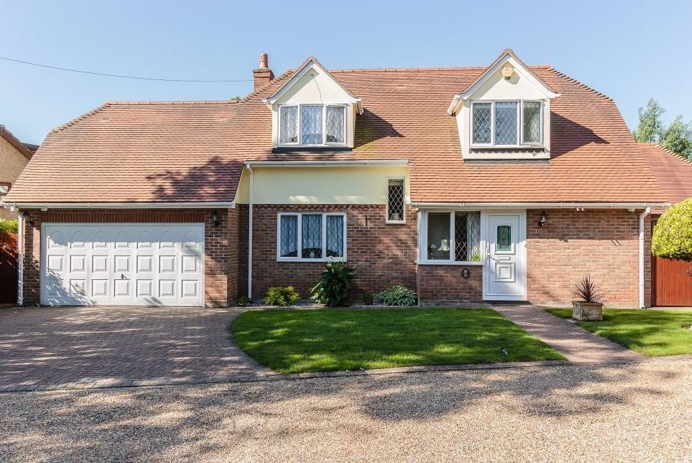 4 Bedrooms Detached House for sale in The Gardens, Doddinghurst, Brentwood, Essex, CM15