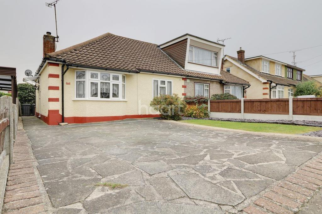 2 Bedrooms Bungalow for sale in Hatfield Road, Rayleigh