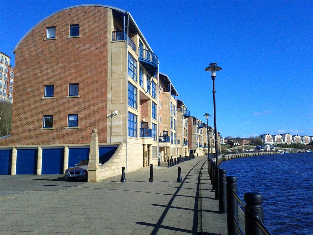 2 Bedrooms Flat for sale in Mariners Wharf, Quayside, Newcastle Upon Tyne