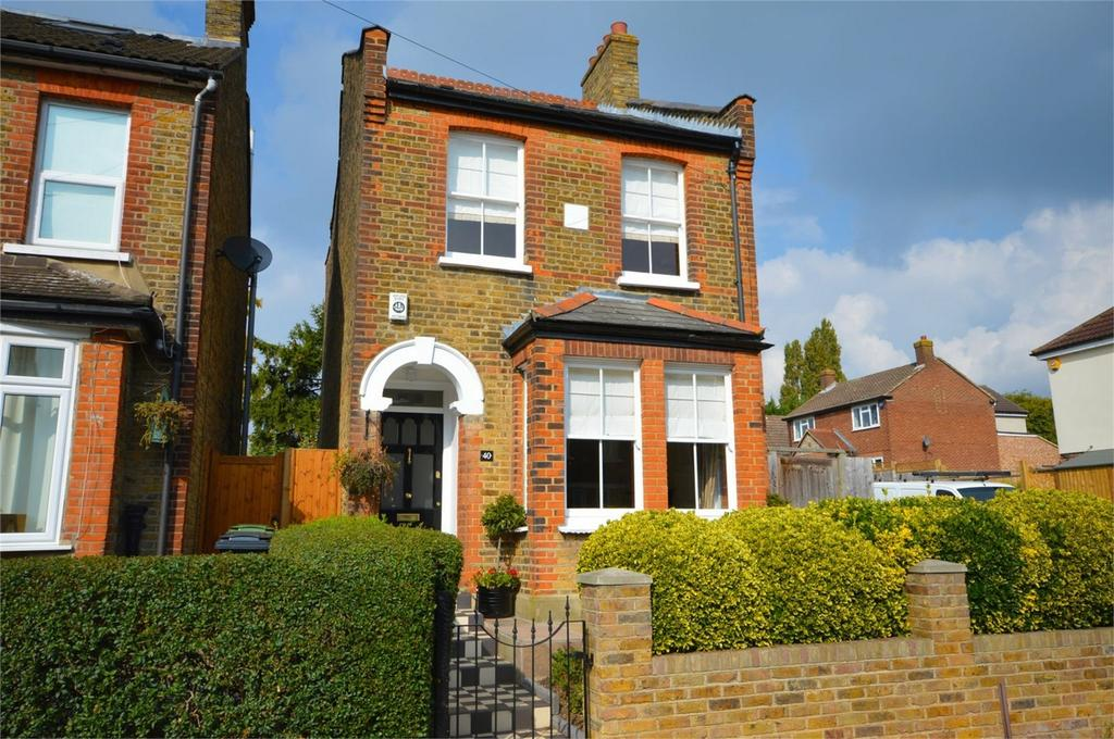 3 Bedrooms Detached House for sale in 40 Allnutts Road, Epping, Essex