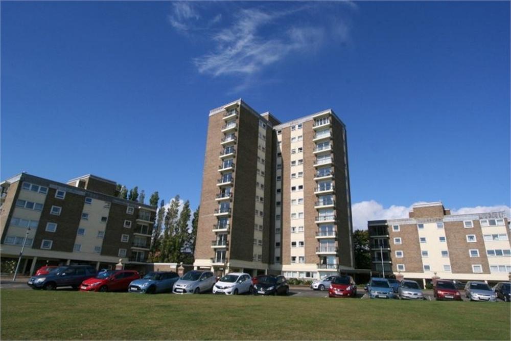 3 Bedrooms Flat for sale in The Esplanade, FRINTON-ON-SEA, Essex
