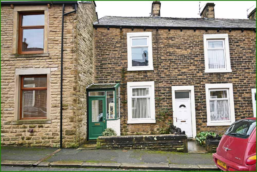 3 Bedrooms Terraced House for sale in 19 Albion Road, Earby BB18