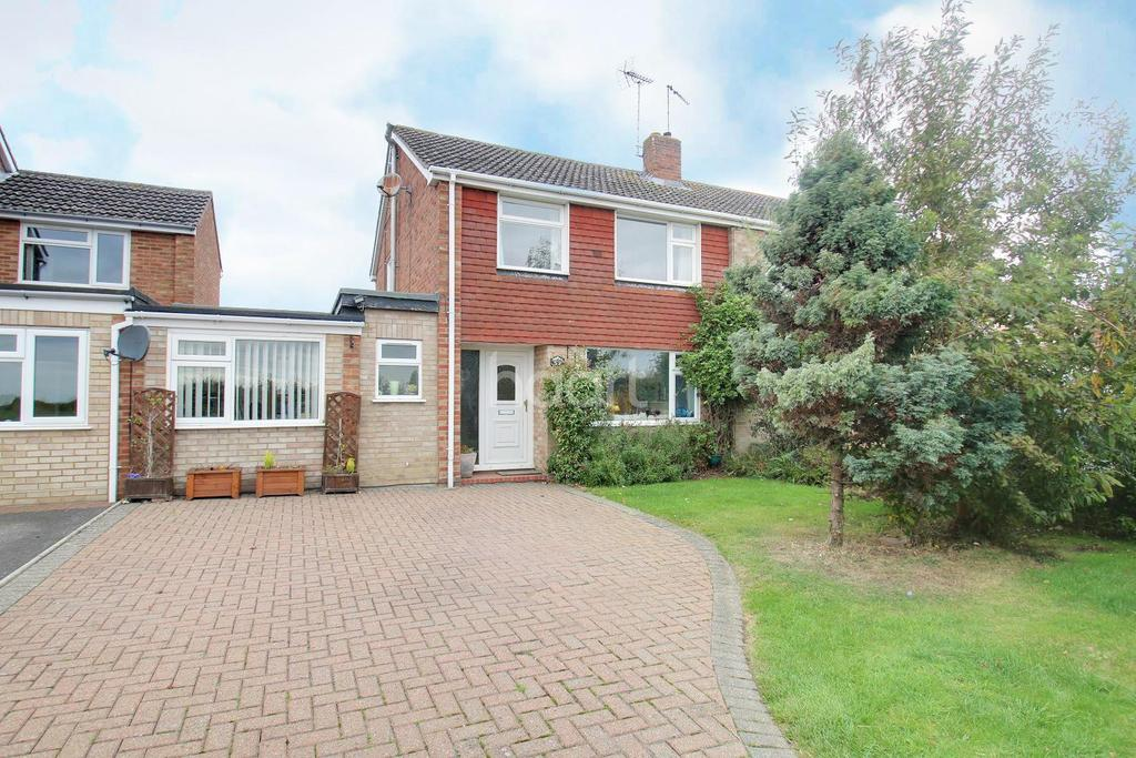 3 Bedrooms Semi Detached House for sale in Church Road, Fordham.