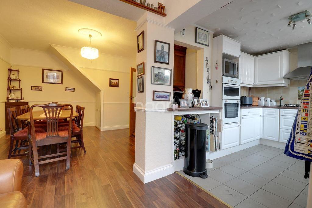 4 Bedrooms Semi Detached House for sale in Stanham Road, Dartford, DA1