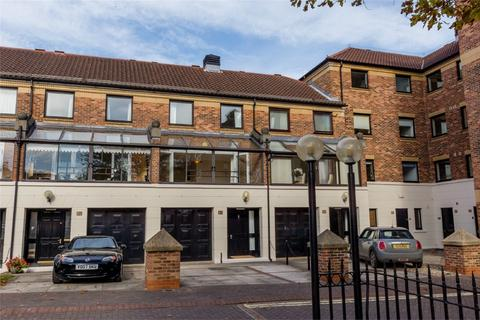 3 bedroom townhouse to rent - Postern Close, York