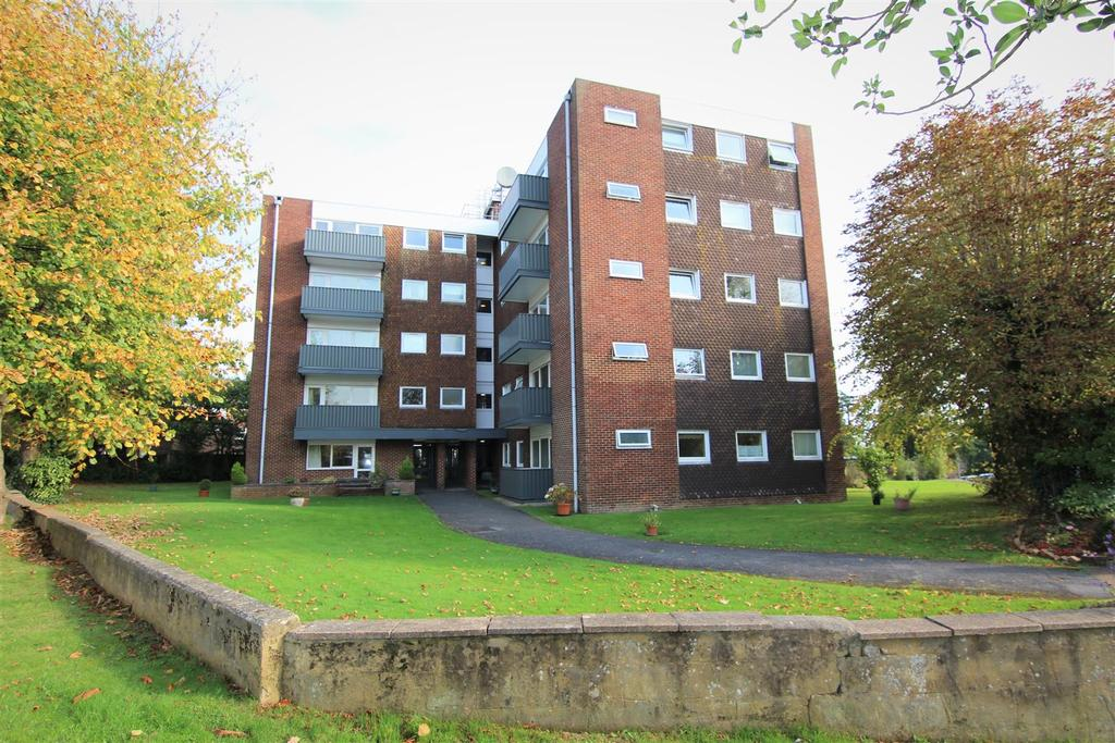 2 Bedrooms Flat for sale in Silverdale Road, Burgess Hill