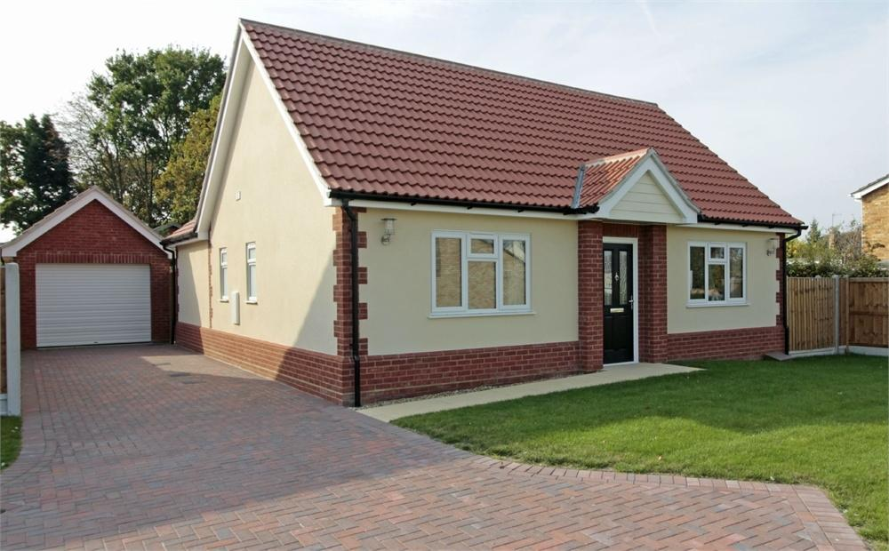 3 Bedrooms Detached Bungalow for sale in Seldon Road, Tiptree, Essex