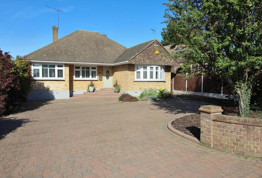 4 Bedrooms Detached Bungalow for sale in East Hanningfield Road, Rettendon Common, Chelmsford, Essex, CM3
