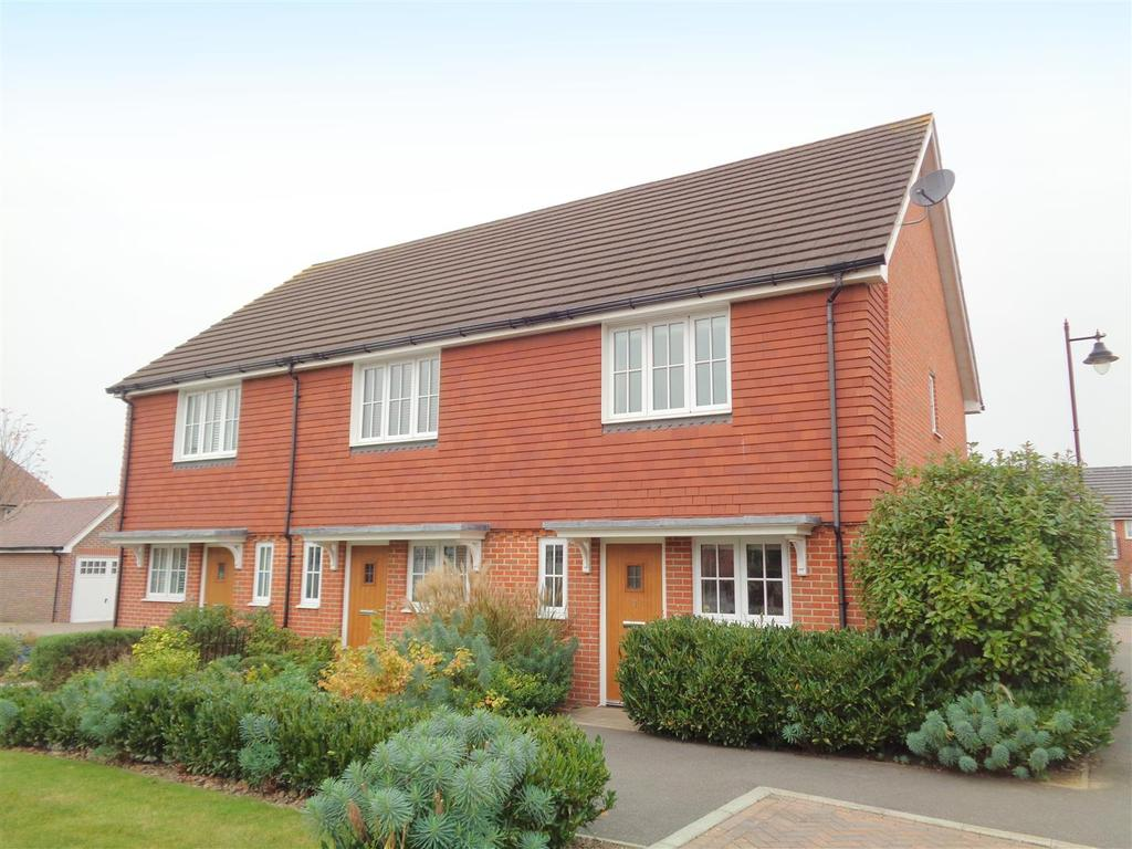 2 Bedrooms Semi Detached House for sale in Deanery Square, North Bersted