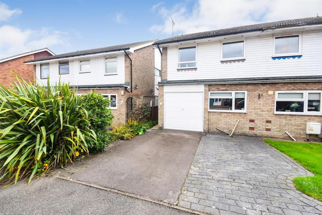4 Bedrooms Semi Detached House for sale in Heaton Way, Tiptree