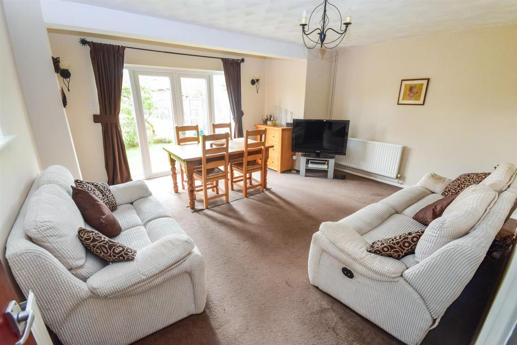 4 Bedrooms Semi Detached House for sale in Heaton Way, Tiptree