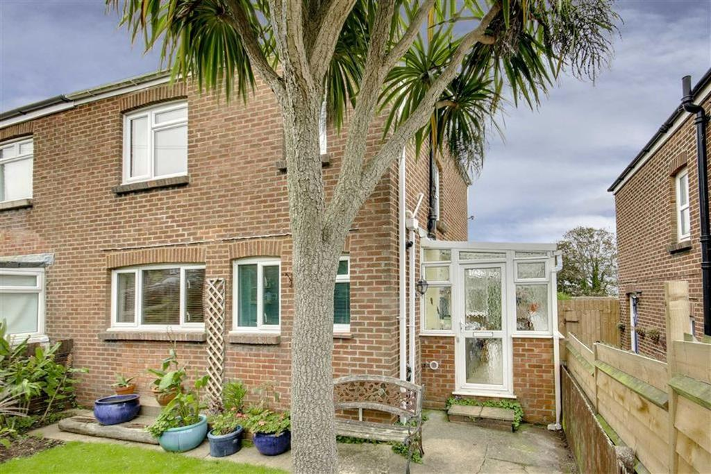 3 Bedrooms Semi Detached House for sale in First Avenue, Newhaven