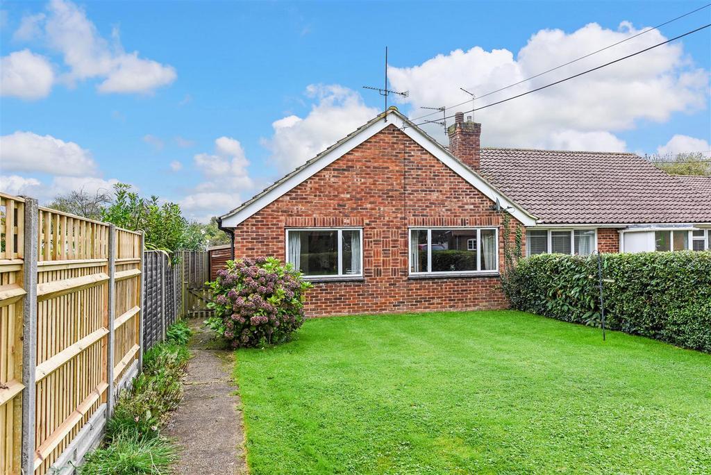2 Bedrooms Semi Detached Bungalow for sale in Lake Lane, Barnham