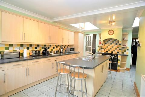 3 bedroom terraced house for sale - Brooke Avenue, Milford Haven, Pembrokeshire. SA73 2LS