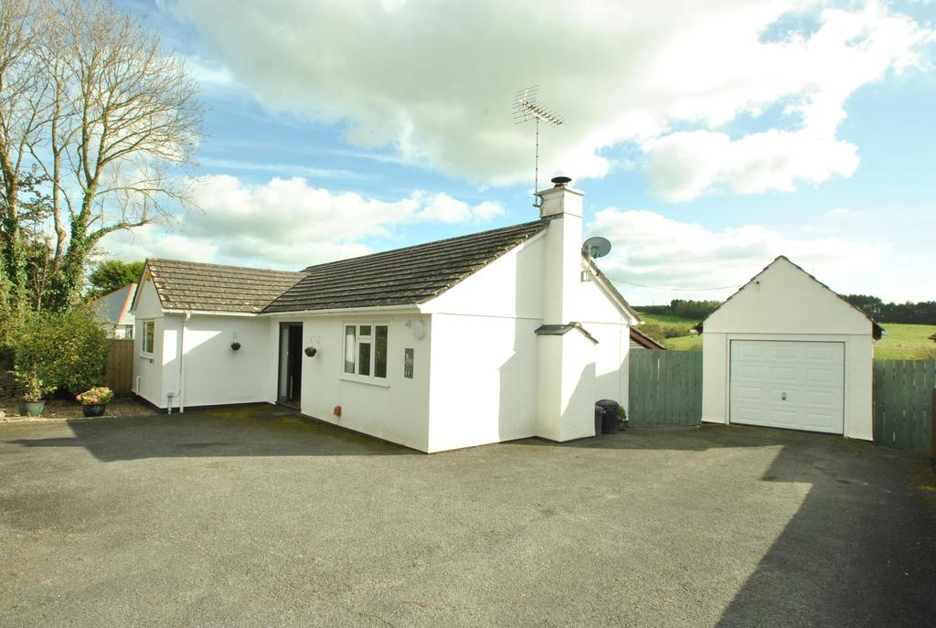 2 Bedrooms Bungalow for sale in Diddies Road, Stratton