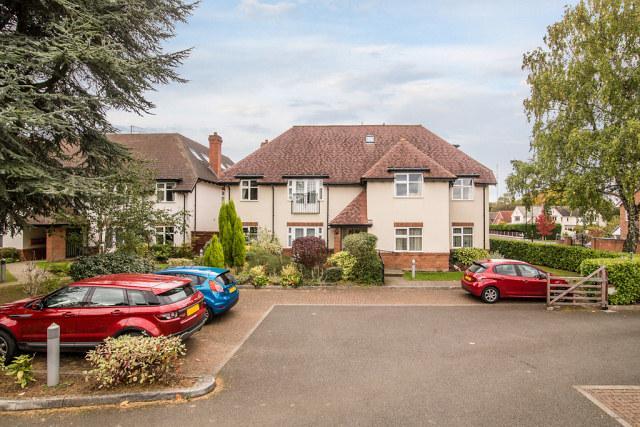 2 Bedrooms Flat for sale in Keats House, Belwell Lane,Four Oaks,Sutton Coldfield