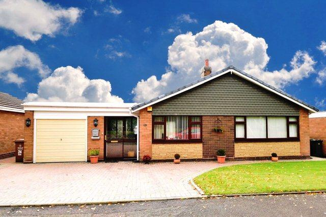 2 Bedrooms Detached Bungalow for sale in Stafford Close,Bloxwich,Walsall
