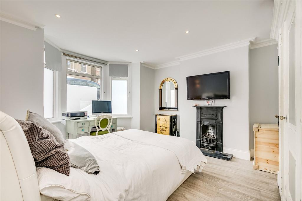 2 Bedrooms Flat for sale in Disraeli Road, Putney, London
