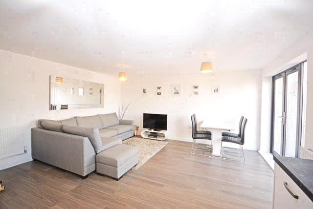 1 Bedroom Flat for sale in King Edwards Court, Walnut Tree Close, Guildford, Surrey, GU1