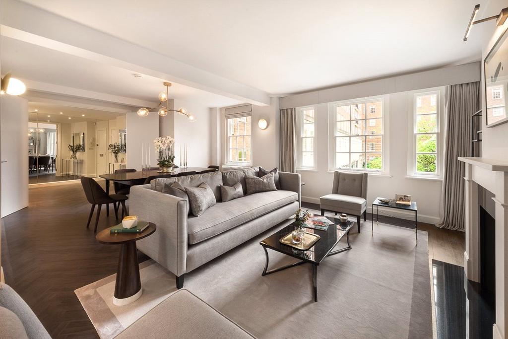 4 Bedrooms Flat for sale in Cranmer Court, Whiteheads Grove, London
