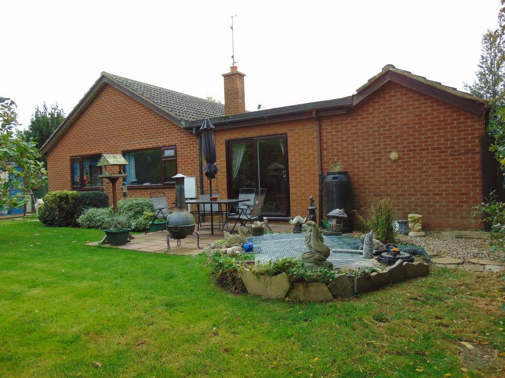 3 Bedrooms Detached Bungalow for sale in Railway lane North, Sutton Bridge, Lincolnshire, PE12 9LP