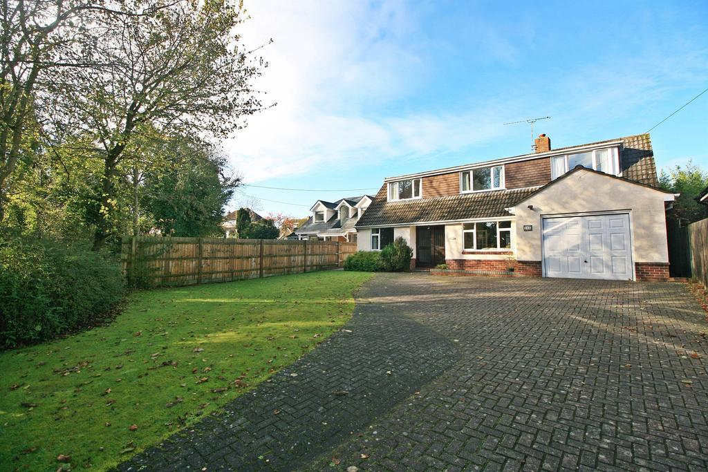 4 Bedrooms Detached House for sale in Satchell Lane, Hamble, Southampton, SO31 4HP