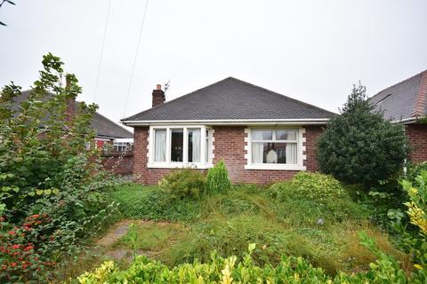 2 bedroom detached bungalow for sale - Sandhurst Avenue, Lytham St Annes, FY8