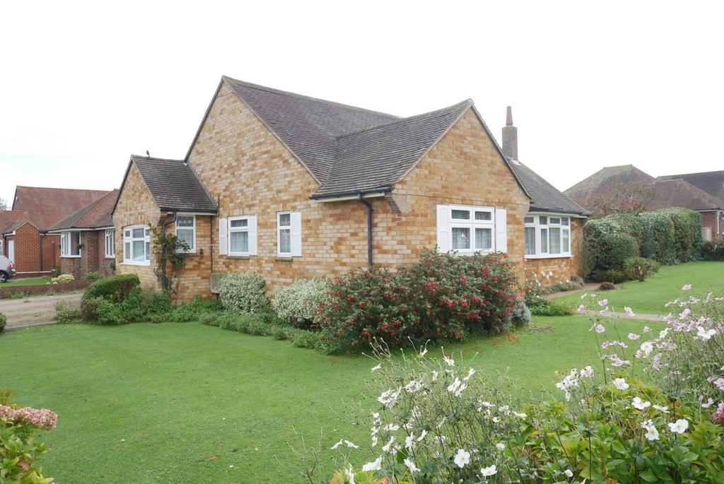 3 Bedrooms Detached Bungalow for sale in Downs Road, Willingdon, Eastbourne, BN22