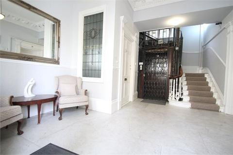 3 bedroom flat to rent - Brunswick Square, Hove, BN3