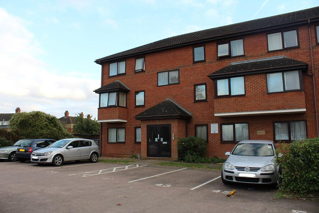 2 Bedrooms Ground Flat for sale in Back Street, Biggleswade, SG18