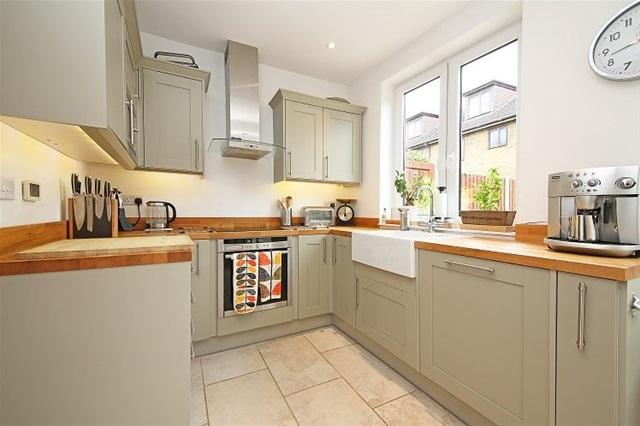 3 Bedrooms Terraced House for sale in LIBERTY AVENUE, COLLIERS WOOD, LONDON