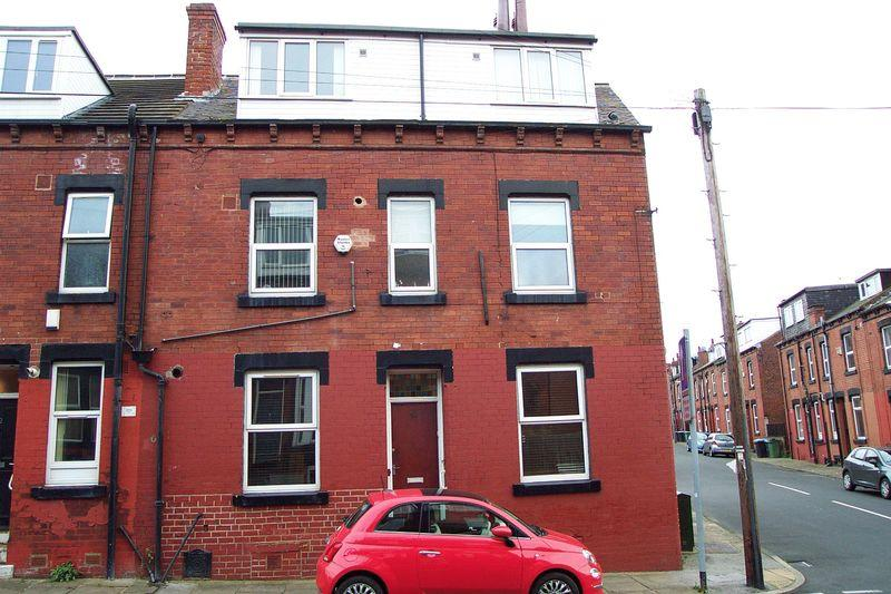 4 Bedrooms Terraced House for sale in Thornville Road, Leeds