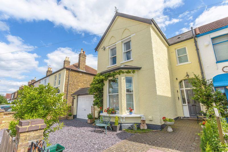 4 Bedrooms End Of Terrace House for sale in Hinton Road, Wallington