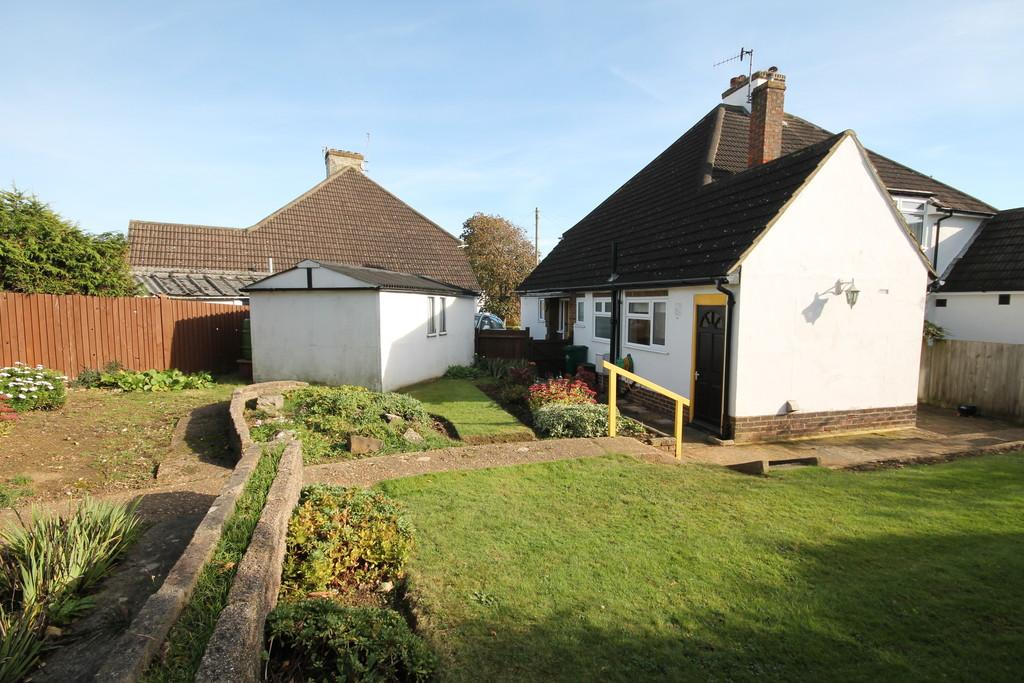 3 Bedrooms Semi Detached House for sale in The Gardens, Portslade, BN41 1XJ