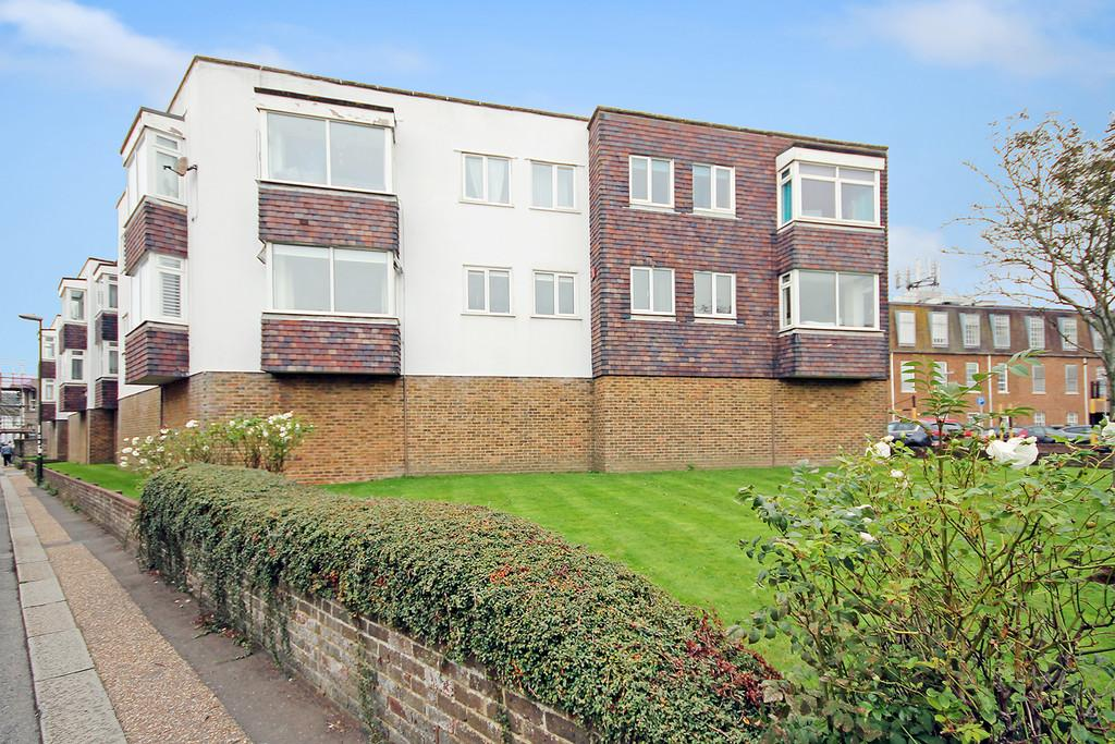 1 Bedroom Apartment Flat for sale in Swanborough Court, New Road, Shoreham-by-Sea, BN43 6RZ