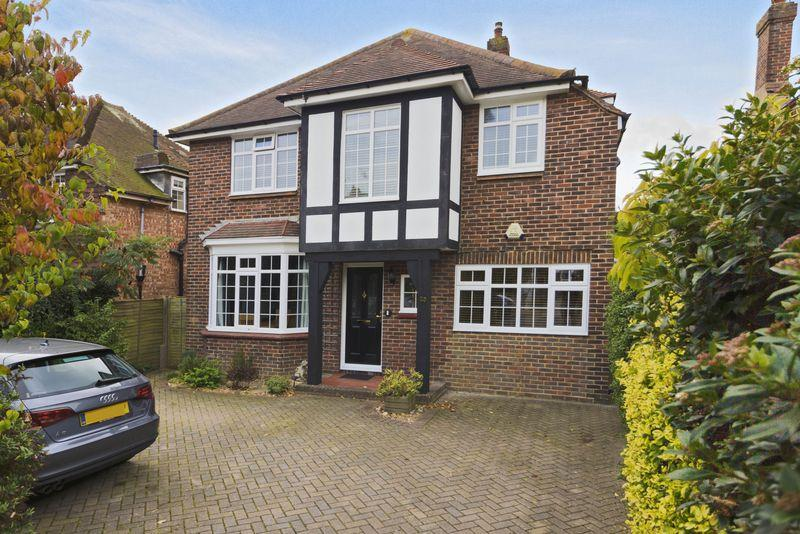 3 Bedrooms Detached House for sale in Pembroke Avenue, Worthing